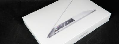 Apple MacBook Pro Retina ディスプレイ MR972J/A 第8世代 i7 2.6GHz 16GB 512GB SSD 15.4型 Radeon Pro 560X 4GB Touch Bar 搭載