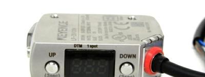 KEYENCE アンプ内蔵型 CMOSレーザセンサ LR-ZB100N