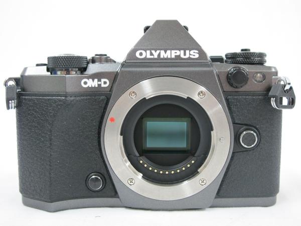 OLYMPUS オリンパス ミラーレス一眼 OM-D E-M5 Mark II ボディ チタニウムカラー カメラ